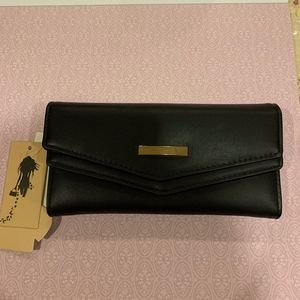 Woman's wallet black